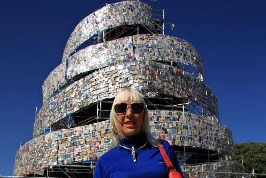Estudio Logos   Marta Minujín diseñó una torre de babel compuesta por 30  mil libros