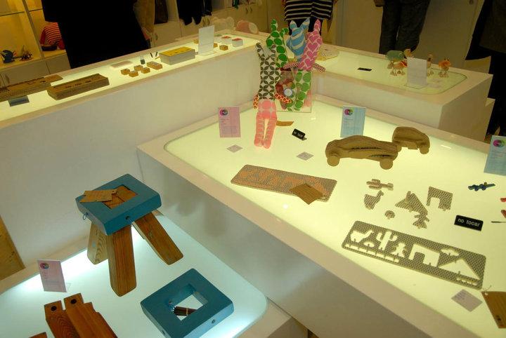 Estudio logos juguetes de dise o sustentable en el malba for Diseno sustentable